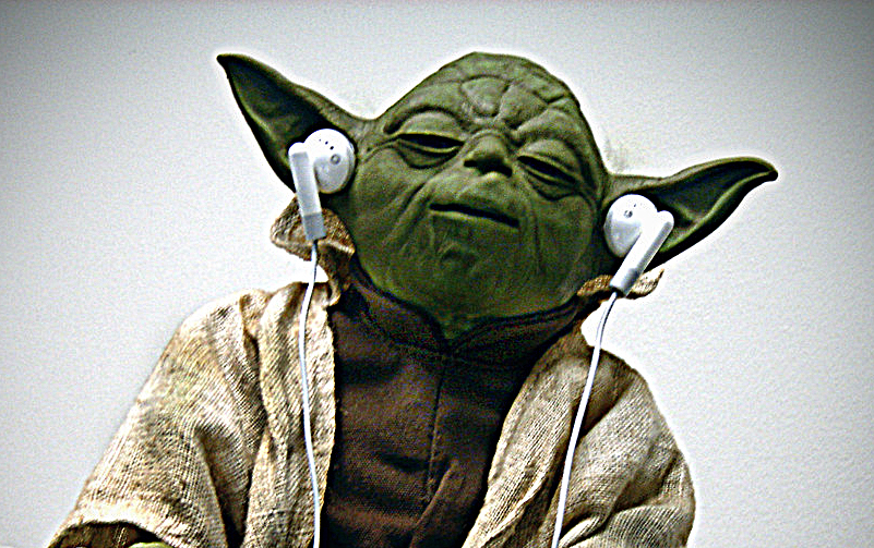 Yoda w earphones