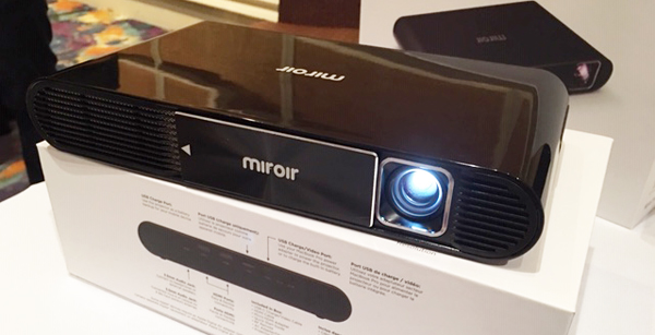 Miroir M631 Full HD Projector